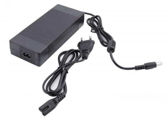 Charger 37,4V / 3,5A
